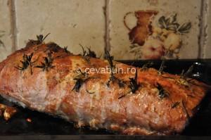 Mușchi de porc în crustă de muștar