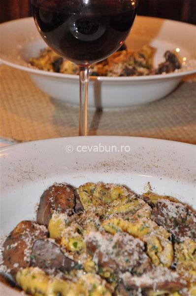 tortellini cu hribi şi ficat în sos Porto