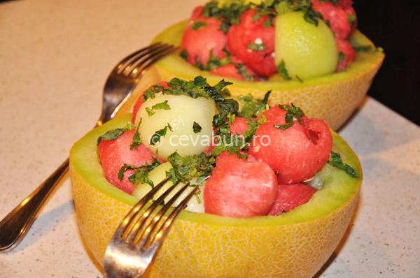 Salată de pepene