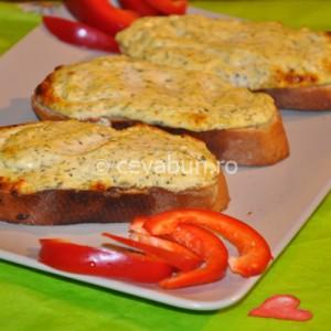 Tartine cu brânză coaptă