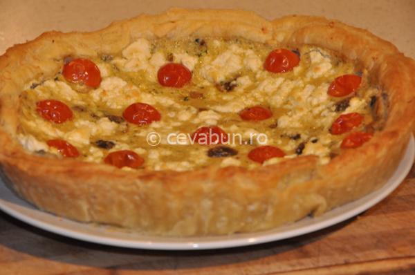 Tarta de ciuperci cu brânză și roșii cherry