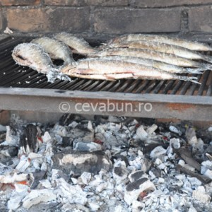 Prăjiţi peştele pe ambele părţi