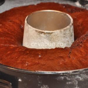Verificaţi prăjitura cu o scobitoare