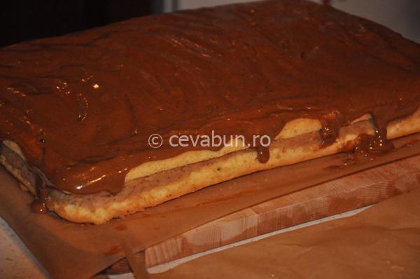 Prăjitura sau tort cu mere şi dulce de leche