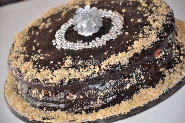 Tort de ciocolată cu cafea și nucă