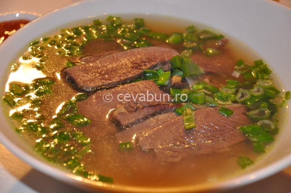Articole culinare : Supă vietnameză de vită (Phở bo)