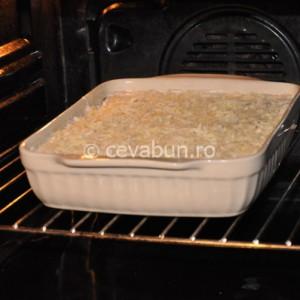 Introduceţi lasagna la cuptor pentru aproximativ 30 de minute