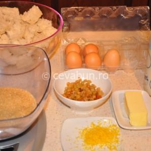 Rupeţi miezul de pâine în bucăţi