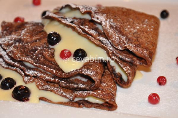 Clătite de ciocolată cu cremă de vanilie