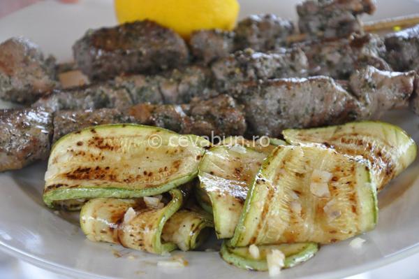 Articole culinare : Dovlecei cu usturoi şi lămâie