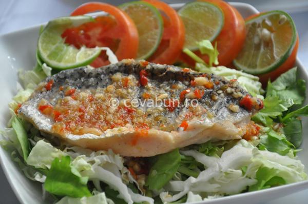 Articole culinare : Salată thailandeză de pește cu limetă