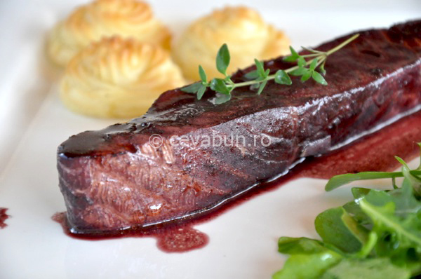 Post image for Salmon in red wine & thyme sauce