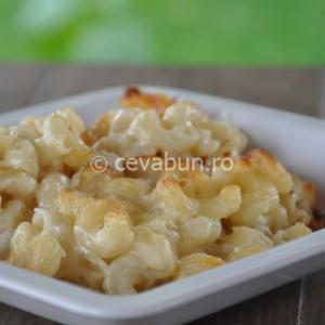 Budincă americană de macaroane cu brânză