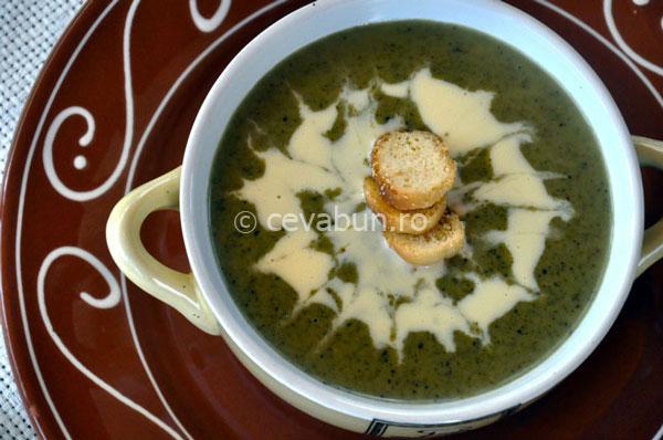 Supă cremă de urzici cu telemea și mentă