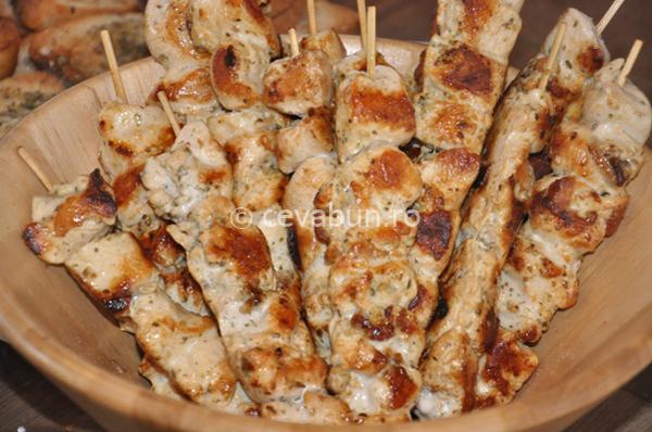 Articole culinare : Souvlaki de pui (frigărui greceşti)