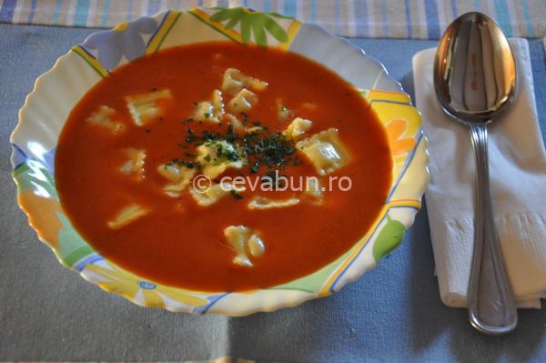 Articole culinare : Supă picantă de roşii cu ravioli
