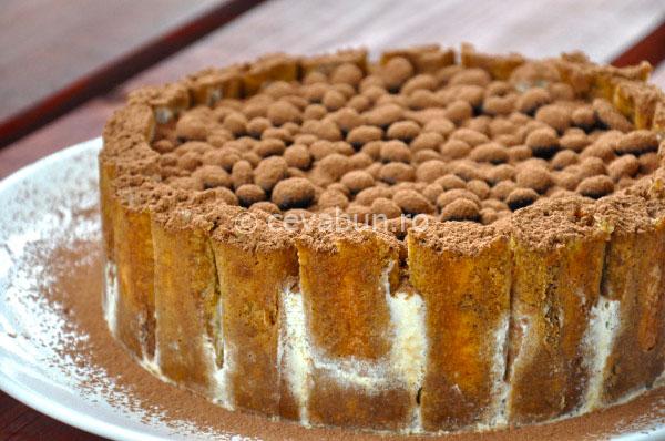 """Articole culinare : Tort de îngheţată """"Tiramisu"""""""