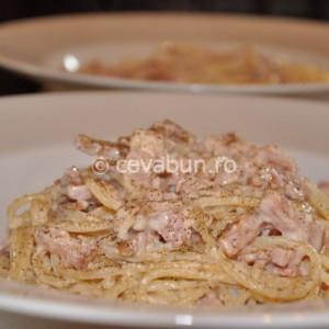 Spaghetti carbonara cu smântână