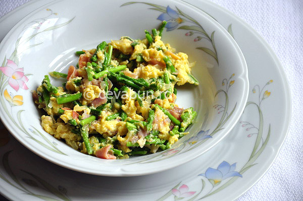 Post image for Omelette with wild asparagus