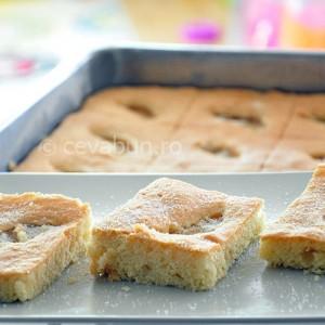 Prăjitură cu piersici