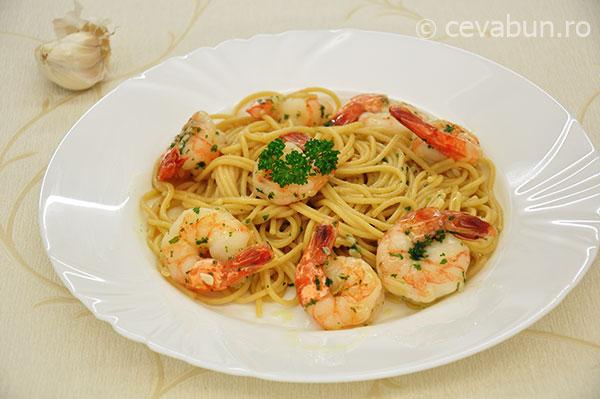 Spaghetti cu creveti, coriandru si limeta