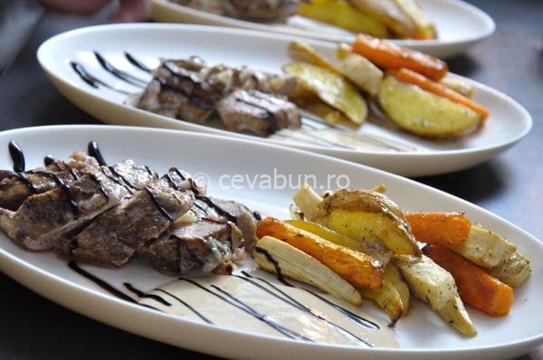 Mușchiuleț de porc umplut cu gorgonzola și prosciutto