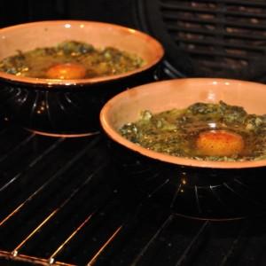 Spanac cu ouă ochiuri